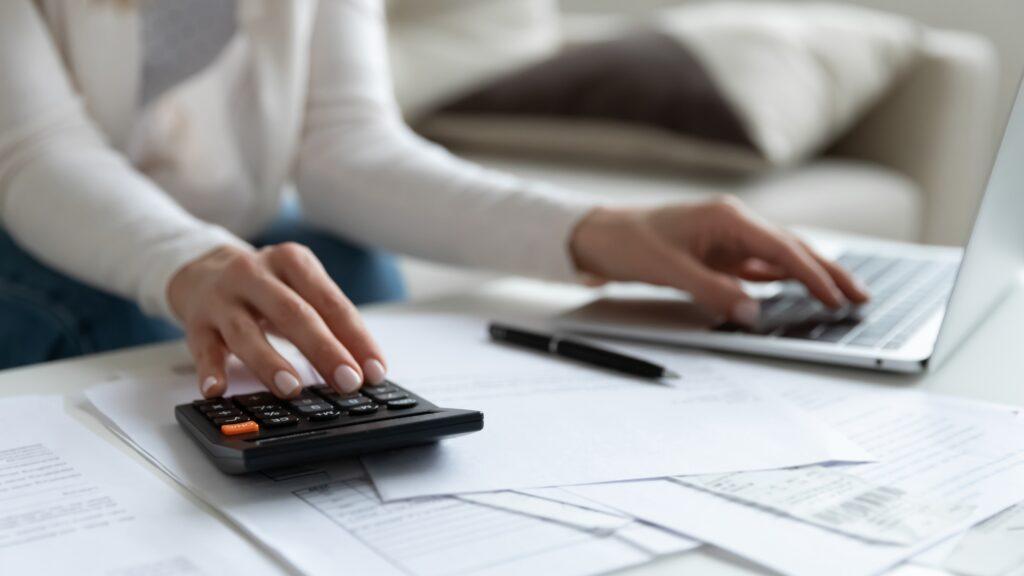 確定申告の問い合わせ、電話ではなくチャット利用を。国税庁
