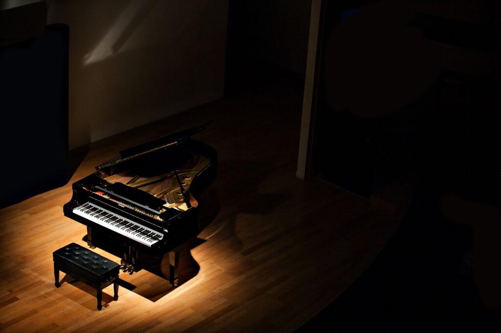 ピアノ演奏の「映像だけ」からその音を再現するAI。カメラがあれば仮想ピアノも弾ける?
